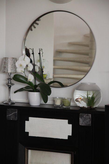 Espejo redondo y mueble de recibidor im genes y fotos for Miroir de salon design